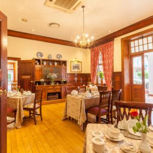 Courtyard-Hotel-Arcadia-Breakfast-Room-ci