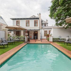 Courtyard-Hotel-Arcadia-Pool-ci
