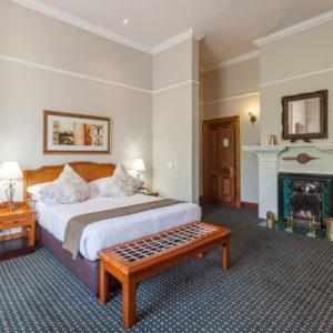 courtyard-Hotel-Arcadia-bedroom-ci